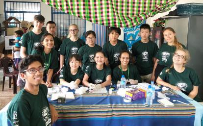 スリランカの地域各所に医療サービスを届ける高校生ボランティアたち